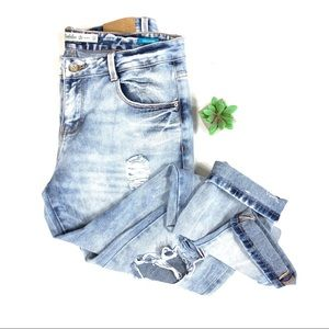 Zara Boyfriend Distressed jean size 8 ☕️